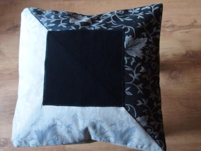 Eko poduszka gobelinowa z czarnym kwadratem