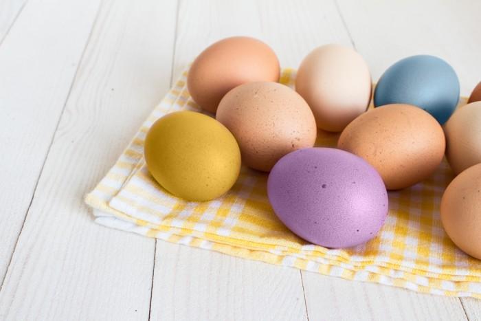 Sposób na naturalne barwienie jajek.