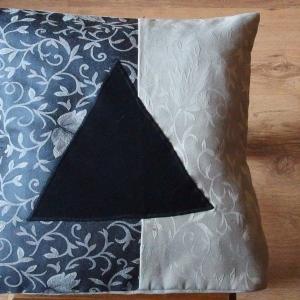 Gobelinowa z czarnym trójkątem